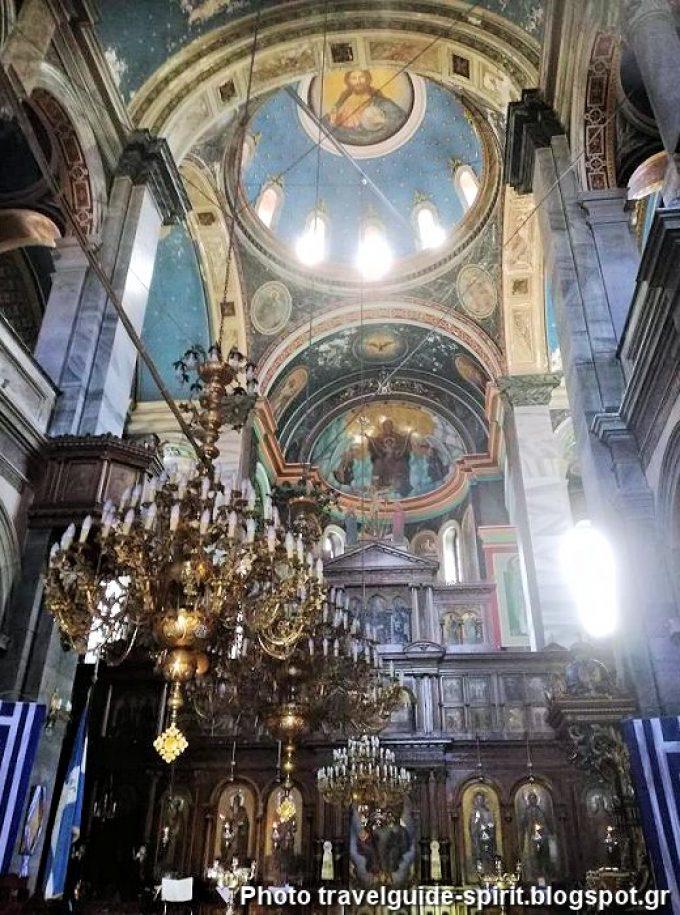 Εσωτερικά του ναού του Αγίου Σπυρίδωνα