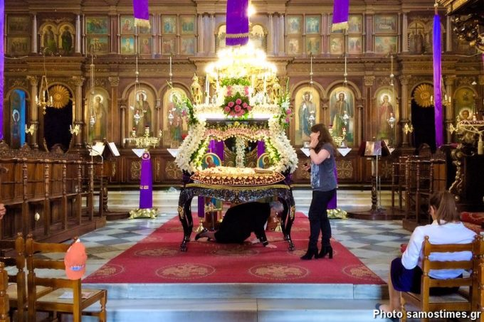 Εσωτερικά του ναού του Αγίου Σπυρίδωνα, Επιτάφιος