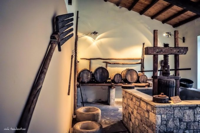 Μουσείο Σαμιακού Οίνου, εργαλεία και βαρέλια