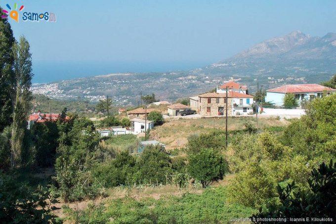 Καστανιά, με θέα το Καρλόβασι
