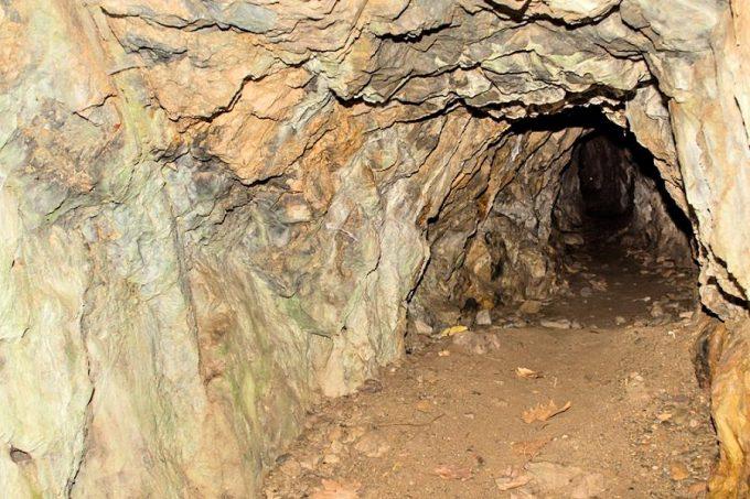 μεταλλωρυχείο κοντά στους καταρράκτες