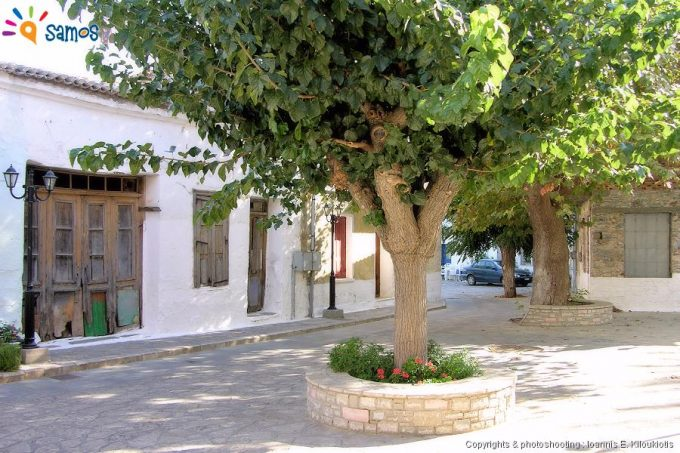 Κουμαραδαίοι η πλατεία του χωριού