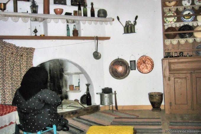 Αναπαράσταση ενός τυπικού Σαμιακού σπιτιού στο Λαογραφικό Μουσείο Ν. Δημητρίου