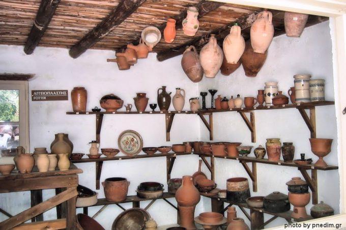 Αγγειοπλάστης, στο Λαογραφικό Μουσείο Ν. Δημητρίου
