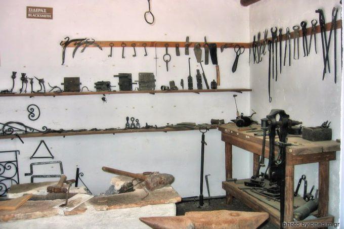 Εργαλεία σιδερά, στο Λαογραφικό Μουσείο Ν. Δημητρίου