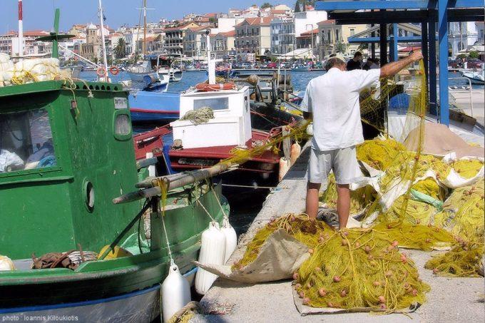 Σάμος, καταφύγιο αλιευτικών σκαφών