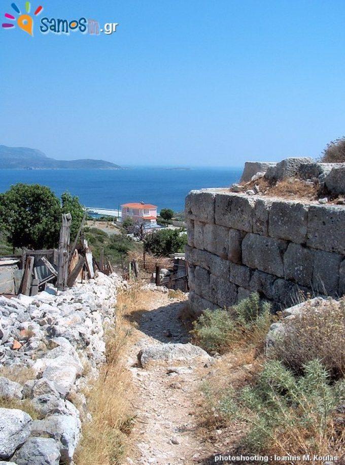 Το οχυρωματικό τείχος της αρχαίας πόλης της Σάμου