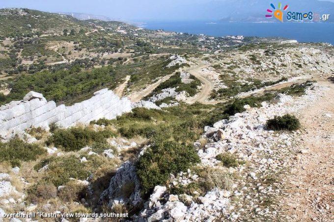 Το οχυρωματικό τείχος της αρχαίας πόλης της Σάμου, από την κορυφή του λόφου Καστρί προς τα νοτιοανατολικά